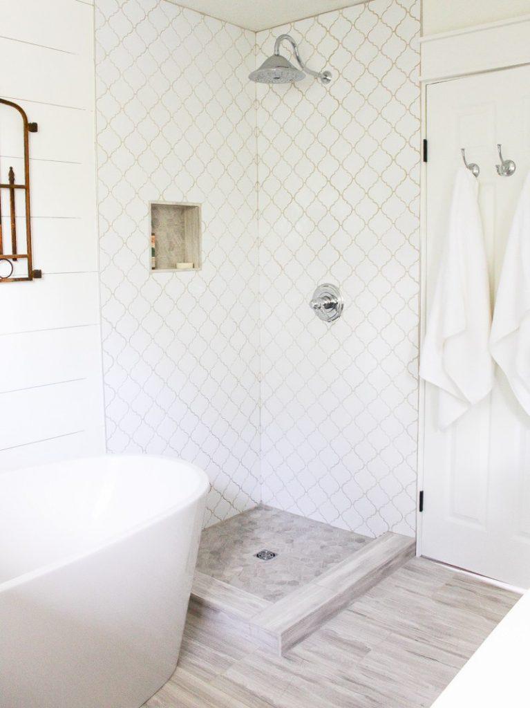 Farmhouse-Style-Bathroom-High-Res-11